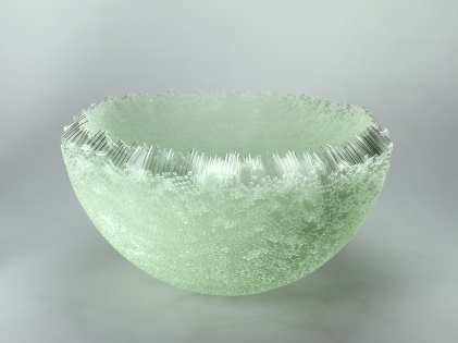 Large Bowl (Edition of 7), 2005, fused glass, 22 x 48 x 48 cm